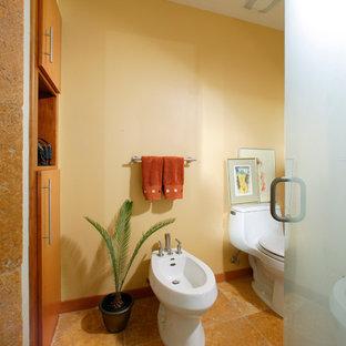 Immagine di una piccola stanza da bagno padronale contemporanea con ante lisce, ante in legno scuro, bidè, piastrelle beige, piastrelle in pietra, pareti beige, pavimento in travertino, lavabo a bacinella e top in saponaria