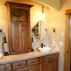 Farmhouse Bathroom by Cascade Custom Homes LLC