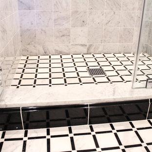 Imagen de cuarto de baño con ducha, romántico, grande, con armarios con rebordes decorativos, sanitario de una pieza, baldosas y/o azulejos beige, baldosas y/o azulejos de cerámica, paredes beige, suelo de baldosas de cerámica, lavabo encastrado, encimera de mármol y puertas de armario blancas
