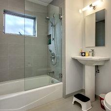 Bathroom by Bill Fry Construction - Wm. H. Fry Const. Co.