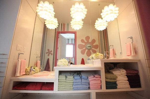 Contemporary Bathroom by Bayless Custom Homes Inc.