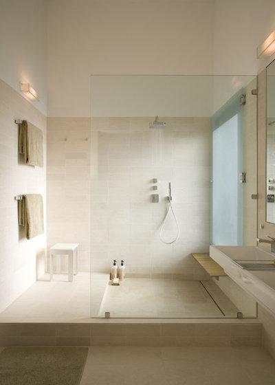 Moderno Stanza da Bagno by Webber + Studio, Architects
