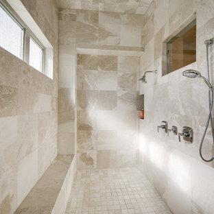 Idee per un'ampia stanza da bagno padronale classica con doccia doppia, piastrelle beige, piastrelle in ceramica, ante in stile shaker, ante bianche, top in granito, vasca sottopiano, WC a due pezzi, lavabo sottopiano, pareti bianche e pavimento con piastrelle in ceramica