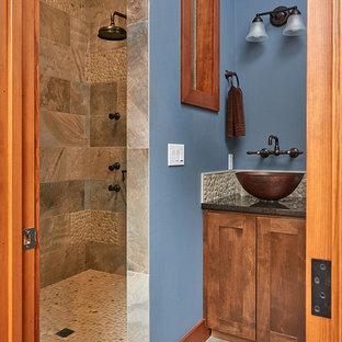 Ispirazione per una piccola sauna classica con ante in stile shaker, ante marroni, doccia alcova, piastrelle marroni, piastrelle in ardesia, pareti blu, pavimento in ardesia, top in quarzite, pavimento multicolore e top nero