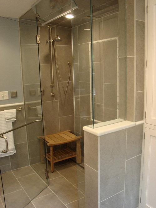 Salle de bain avec un placard porte affleurante et une for Porte de placard salle de bain