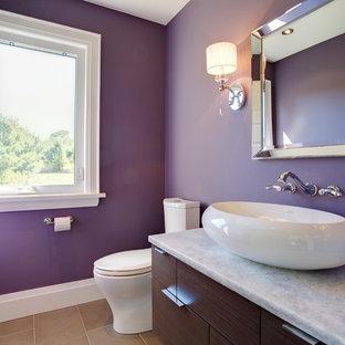 トロントの中くらいのトランジショナルスタイルのおしゃれな浴室 (フラットパネル扉のキャビネット、濃色木目調キャビネット、木製洗面台、オープン型シャワー、一体型トイレ、ベージュのタイル、磁器タイル、紫の壁) の写真