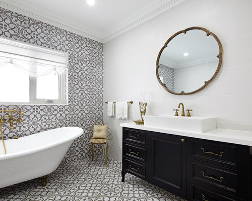 Houzz traditional bathroom design ideas remodel pictures for Historic bathroom remodel