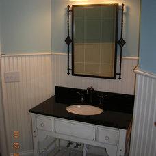 Farmhouse Bathroom by Grainda Builders, Inc.