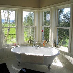 Claw-foot bathtub - cottage claw-foot bathtub idea in Sacramento