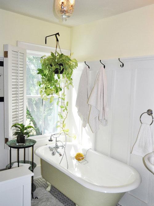 Landhausstil badezimmer mit gelber wandfarbe ideen design for Badezimmer wandfarbe