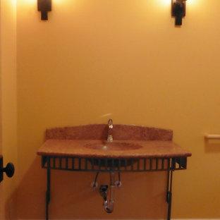 Esempio di una piccola stanza da bagno country con piastrelle rosse, piastrelle in pietra, pavimento in pietra calcarea, lavabo sottopiano e top in pietra calcarea