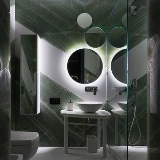 Ispirazione per una stanza da bagno per bambini minimalista di medie dimensioni con ante di vetro, doccia aperta, bidè, piastrelle verdi, piastrelle di marmo, pareti verdi, pavimento con piastrelle in ceramica, top in onice, pavimento bianco e doccia aperta