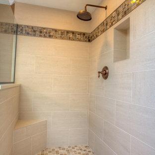 Imagen de cuarto de baño de estilo americano, grande, con armarios con paneles empotrados, puertas de armario de madera en tonos medios, paredes marrones, suelo de piedra caliza, lavabo bajoencimera y baldosas y/o azulejos beige