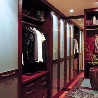 На фото: ванная комната в стиле модернизм с