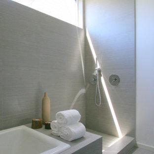 Example of a minimalist bathroom design in San Francisco