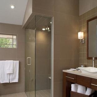На фото: ванная комната в современном стиле с открытыми фасадами, душем без бортиков, коричневой плиткой и настольной раковиной с