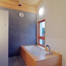 Contemporary Bathroom by STUDIO-E Architecture