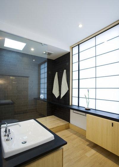 Asiatisch Badezimmer by Gardner Architects LLC