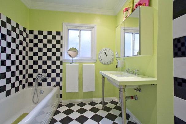 Transitional Bathroom by Alicia Blas Macdonald