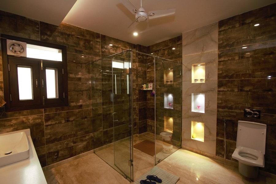 First Floor Master Bedroom En suite