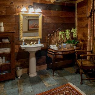 Imagen de cuarto de baño con ducha, campestre, pequeño, con bañera con patas, suelo de pizarra, lavabo con pedestal, combinación de ducha y bañera, baldosas y/o azulejos de porcelana y paredes grises