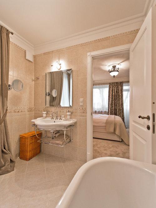 salle de bain avec un plan de toilette en zinc et un lavabo suspendu photos et id es d co de. Black Bedroom Furniture Sets. Home Design Ideas