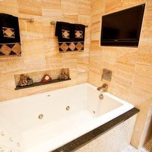 Idee per una grande stanza da bagno padronale etnica con lavabo a bacinella, ante lisce, ante in legno bruno, top in granito, vasca da incasso, doccia doppia, WC a due pezzi, piastrelle gialle, piastrelle in pietra, pareti gialle e pavimento con piastrelle a mosaico