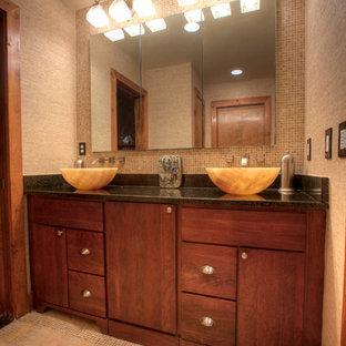 Ispirazione per una grande stanza da bagno padronale etnica con lavabo a bacinella, ante lisce, ante in legno bruno, top in granito, vasca da incasso, doccia doppia, WC a due pezzi, piastrelle gialle, piastrelle in pietra, pareti gialle e pavimento con piastrelle a mosaico