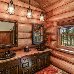 Idéer för att renovera ett mellanstort rustikt röd rött badrum med dusch, med luckor med upphöjd panel, skåp i mörkt trä, bruna väggar, ljust trägolv, ett fristående handfat, träbänkskiva och brunt golv