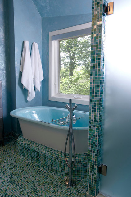 contemporary bathroom by Jaque Bethke for PURE Design Environments Inc.