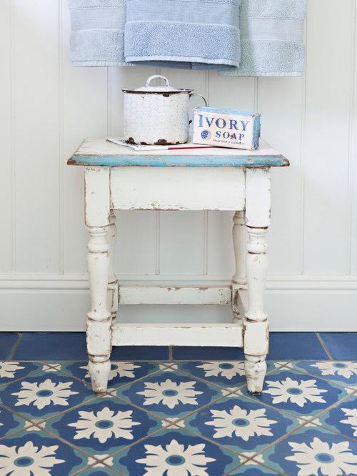 salle de bain romantique avec un carrelage bleu photos. Black Bedroom Furniture Sets. Home Design Ideas