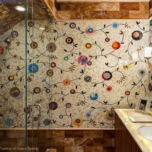Immagine di una stanza da bagno padronale design di medie dimensioni con lavabo sottopiano, ante lisce, ante in legno bruno, top in onice, vasca da incasso, doccia ad angolo, WC a due pezzi, piastrelle beige, piastrelle di vetro, pareti beige e pavimento in marmo