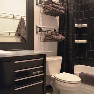 This is an example of a contemporary bathroom in Dallas with an alcove bath and a shower curtain.