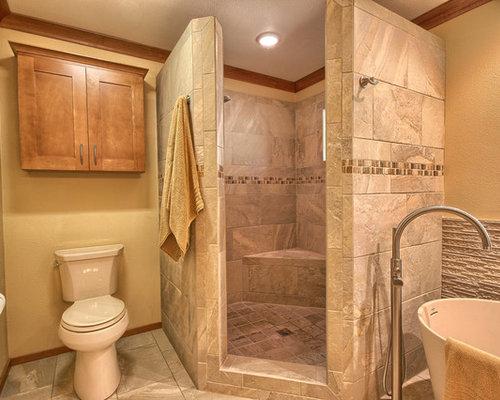 Salle de bain avec un carrelage marron et un mur jaune : Photos et ...