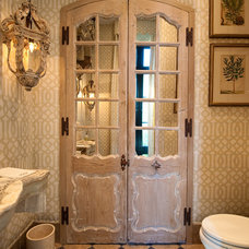 Mediterranean Bathroom by Solaris Inc.