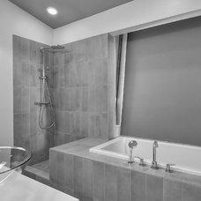 Contemporary Bathroom by baranstudio : architecture