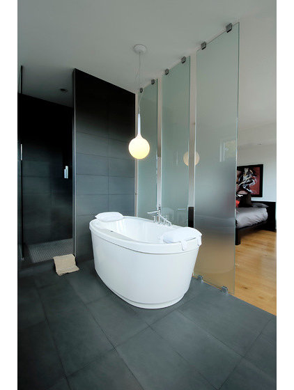 Contemporary Bathroom by LineBox Studio