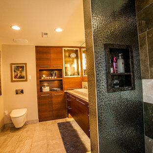Idee per una stanza da bagno padronale design di medie dimensioni con lavabo rettangolare, ante lisce, ante in legno bruno, top in quarzo composito, vasca freestanding, doccia aperta, WC sospeso, piastrelle grigie, piastrelle in gres porcellanato, pareti grigie e pavimento in gres porcellanato