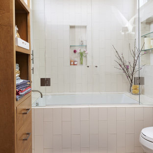 Example of a minimalist subway tile bathroom design in San Francisco