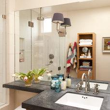 Modern Bathroom by EM DESIGN INTERIORS