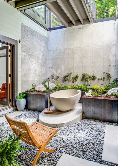 Tropical Bathroom by 20|20 Builders