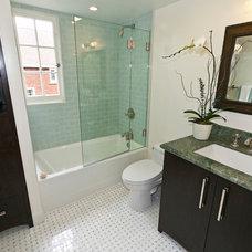 Traditional Bathroom by Urban Chalet Inc.