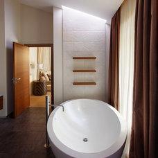 Eclectic Bathroom by Roman Leonidov