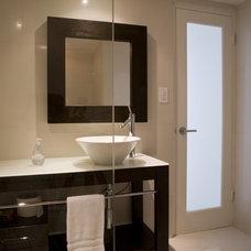 Modern Bathroom by FORMA Design