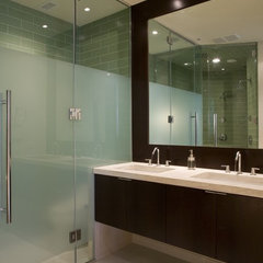 modern bathroom by FORMA Design