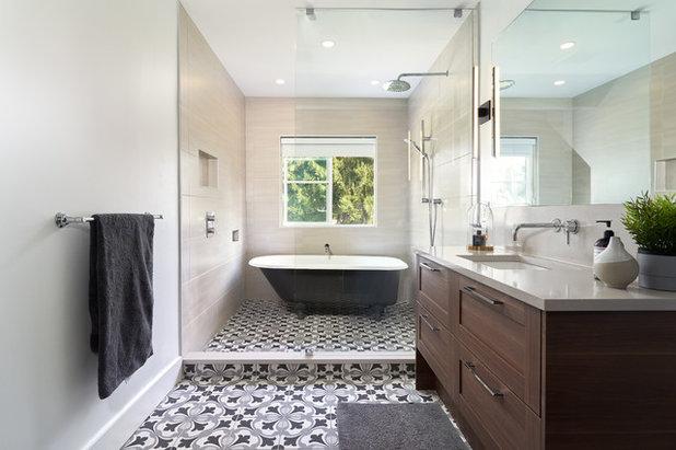 トランジショナル 浴室 by Designs by KS