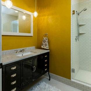 Esempio di una stanza da bagno padronale contemporanea di medie dimensioni con ante lisce, ante nere, doccia alcova, piastrelle bianche, piastrelle diamantate, pareti gialle, pavimento in gres porcellanato, lavabo sottopiano e top in granito