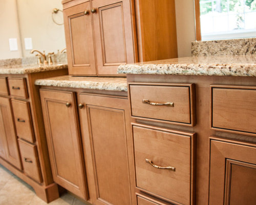 Granite Countertops Maple Cabinets | Houzz on Maple Cabinets With Black Countertops  id=45020