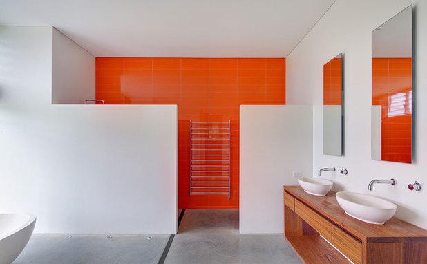 Modern Badezimmer by Roth Architecture
