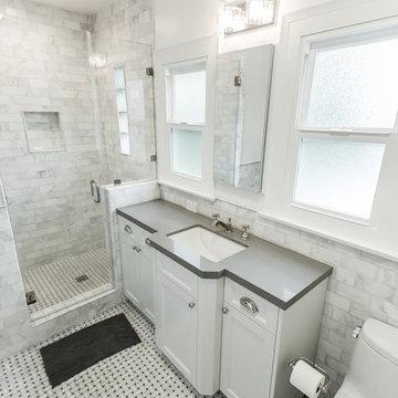 Frameless stand up shower
